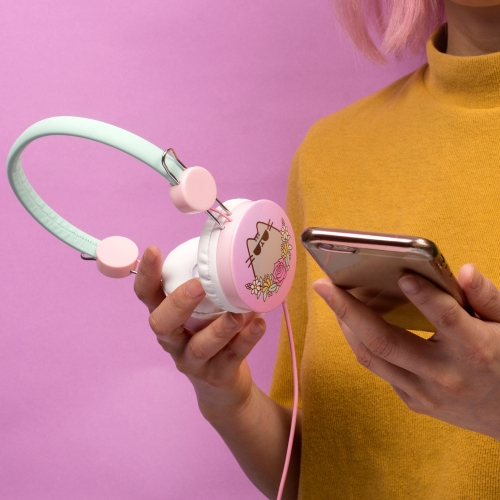 Pusheen - Headphones