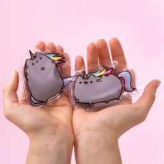 2154_Handwarmer_Pusheen_Lifestyle_BothHands.jpg